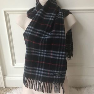 Authentic Burberry scarf excellent condition